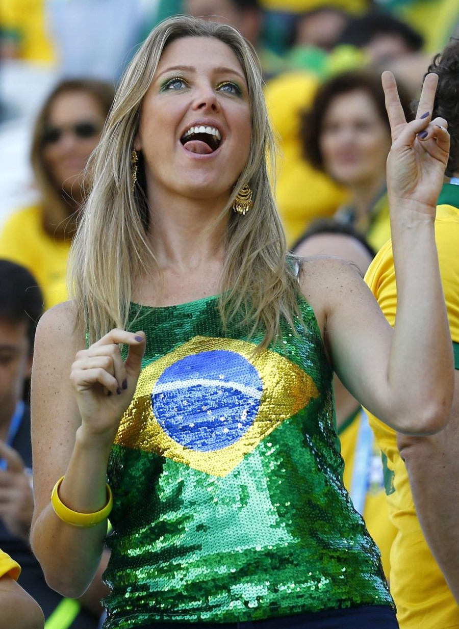 Самые сексуальные бразильские болельщицы 15 фотография